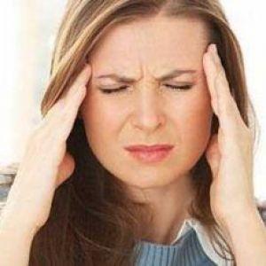Болить голова: причини, діагностика та способи лікування на дому