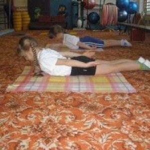 Вправи для викривлення хребта у дітей