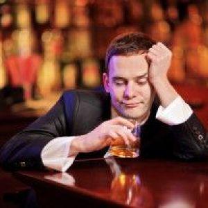 Чому болить голова після алкоголю